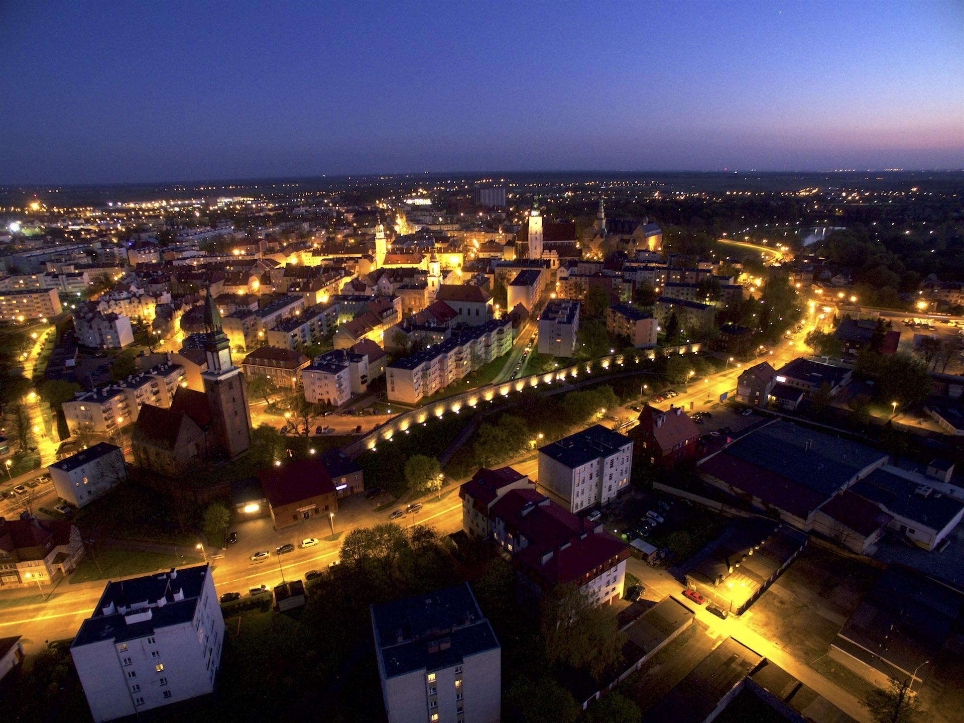 Oleśnica - nocne zdjęcie z powietrza - filmy z powietrza